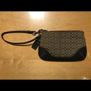 1 Very Gently Used and ❤️ Coach Sig. Wristlet
